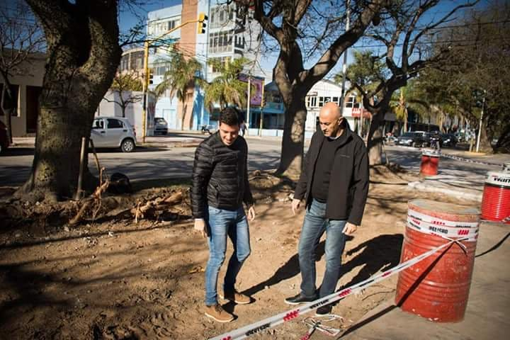 LA MUNICIPALIDAD ESTA REALIZANDO ENSANCHAMIENTO DEL CANTERO DE AV. SAN MARTÍN