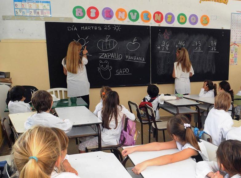 Gremios docentes acordaron un salario inicial de 23 mil pesos en marzo y 25 mil en julio