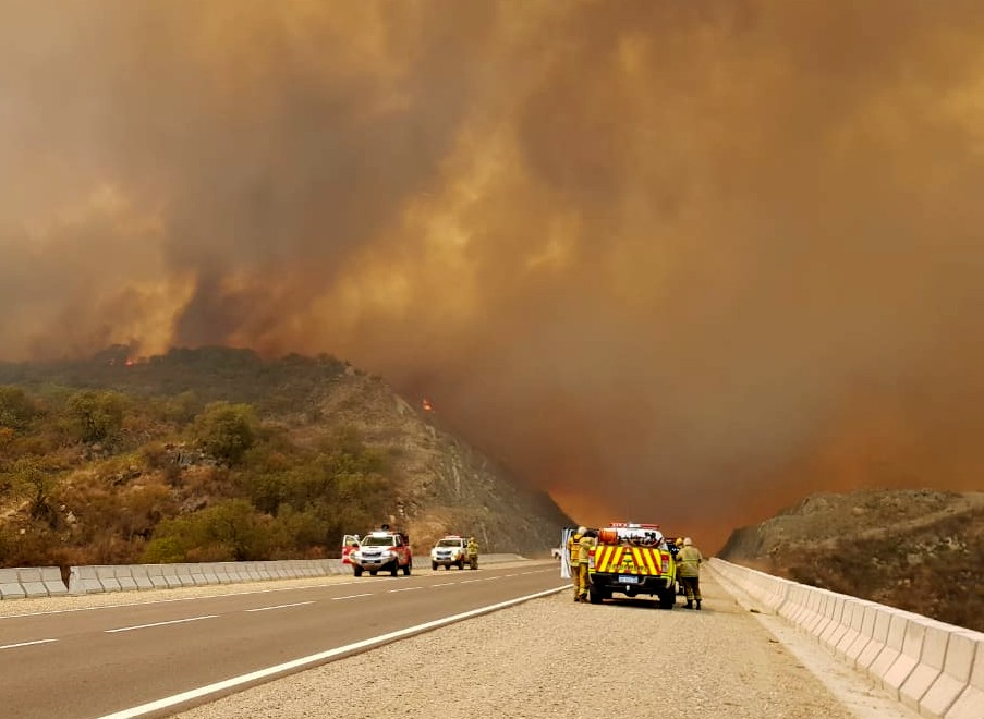 Persisten cuatro incendios activos en la provincia